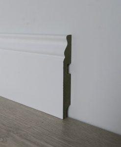 zocalo blanco lacado con moldura 12 cm